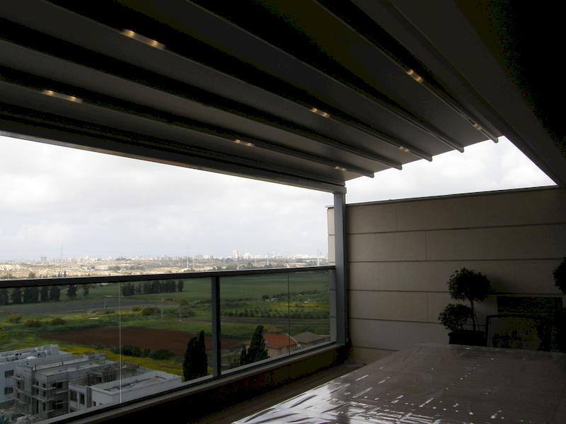 פרגולת אלומיניום מעוצבת למרפסת