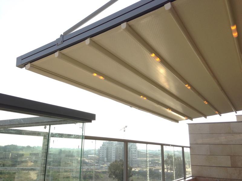 פרגולה חשמלית תלויה למרפסת