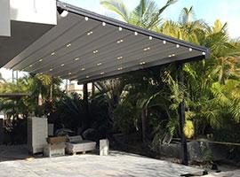 פרגולה תלויה עם תאורה לחצר