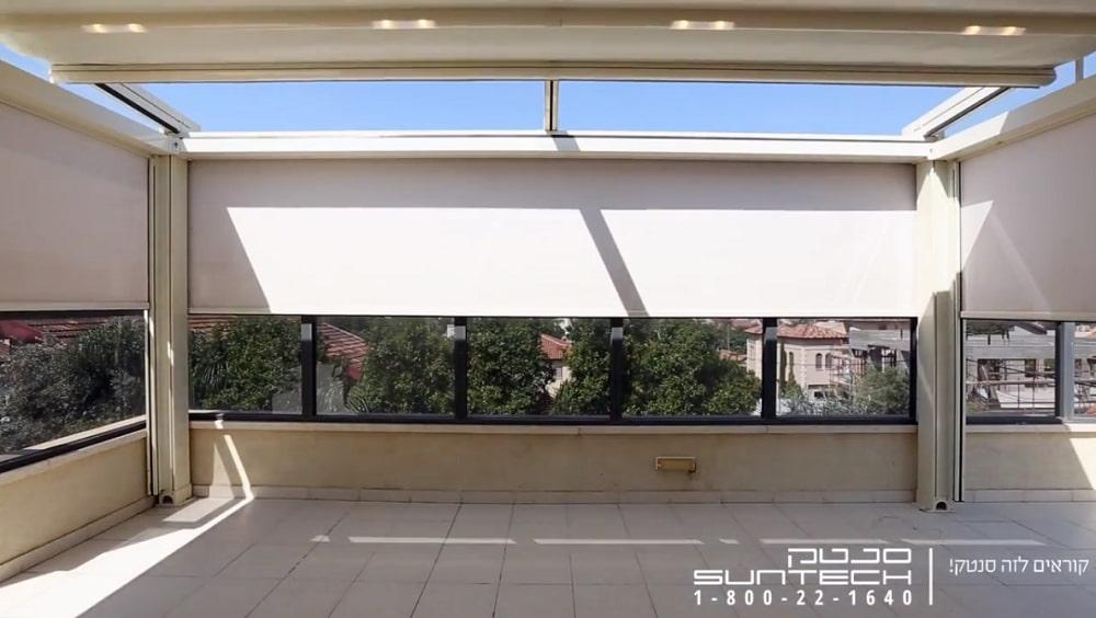 סגירת מרפסת בשילוב סוכך מסך