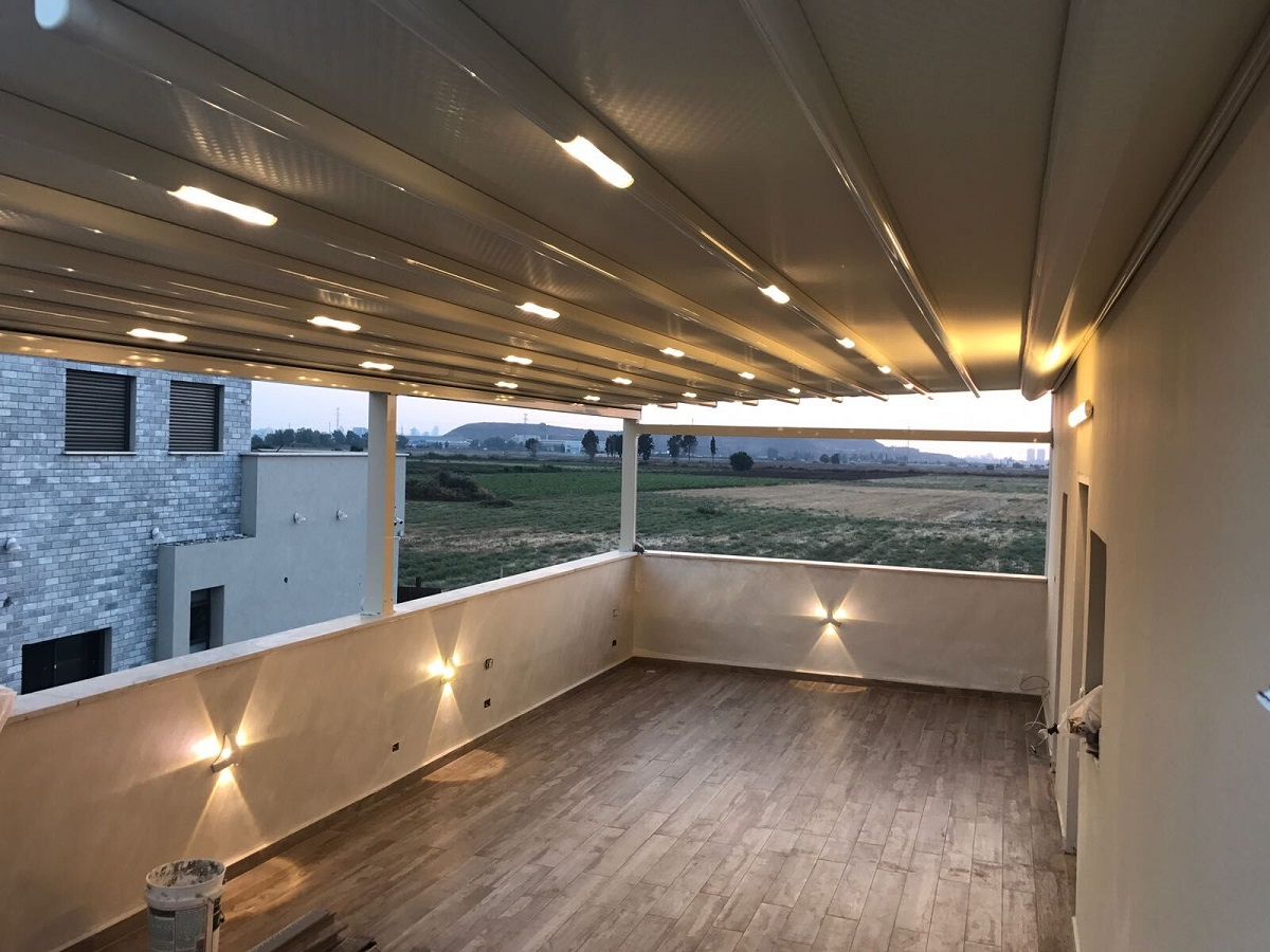 סוכך עם תאורת לד למרפסת